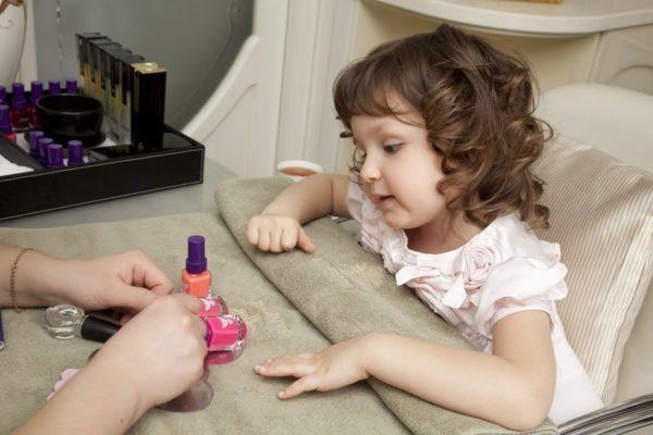 Детский маникюр: баловство или новый тренд?
