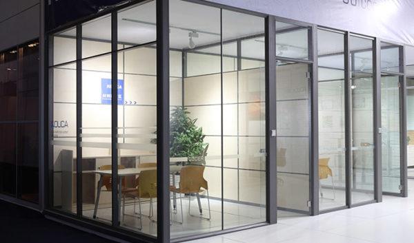 стеклянные конструкции в офисе