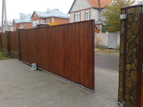 Отличные откатные ворота для загородного дома