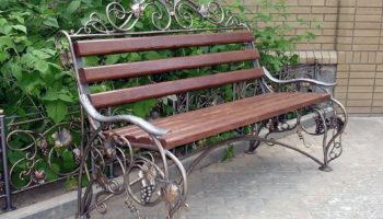 Преимущества заказа кованых скамеек